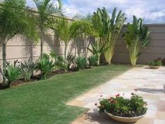 Beginner's Guide To Tropical Landscaping Design Plans – My Best Rock Landscaping Ideas Tropical Backyard Landscaping, Palm Trees Landscaping, Side Yard Landscaping, Tropical Garden Design, Florida Landscaping, Backyard Plants, Backyard Garden Design, Small Garden Design, Front Garden Landscape