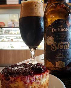 Debron Imperial Stout / cheesecake frutas vermelhas.  Harmonizando a premiada cerveja da @debronbier com a deliciosa sobremesa do @fabbrique  #PadawanCervejeiro #debronbier #imperialstout #fabbrique #pastrificio #cheesecake #frutasvermelhas #sobremesa #cerveja #cervejasartesanais #craftbeer #beer #bier #beernerd #beerporn #beertourism #amazing #recife #pernambuco #confrariahops #domingo #almoco #foodandbeer #birra #olut #piwo #sunny #cervejabrasileira #bebamelhor