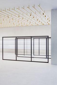 Le designer et architecte milanais Andrea Tognon vient de terminer l'agencement de la boutique berlinoise de la styliste Jil Sander. Ce magnifique écrin de