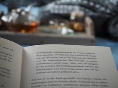 #book #Buch #Tee #tea #candle #Kerze #light #lit #Kerzenschein #lesen #reading #read #pages #Seiten #dream #romantix #fall #Herbst #Blatt #vibes #red #teatime