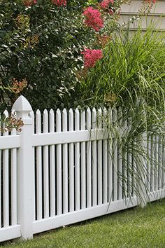 Large beach house with picket fence Vinyl Picket Fence, Vinyl Railing, Fences, Outdoor Spaces, Beach House, Outdoor Structures, House Design, Plants, Picket Fences