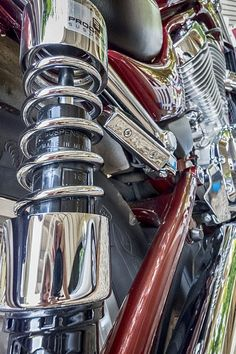 Excellent Harley Davidson photos are offered on our website. Have a look and you wont be sorry you did. Metal Drawing, Object Drawing, Ap Drawing, Hyperrealism Paintings, Hyperrealistic Art, Reflection Art, Reflection Photography, Car Part Art, Harley Davidson Art