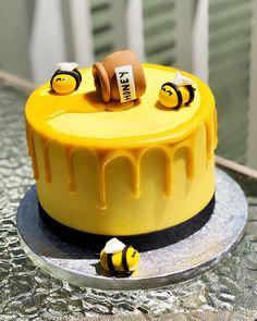 Bee Birthday Cake, Happy Birthday Honey, Fondant Bee, Fondant Cakes, Cupcake Cakes, Bumble Bee Cake, Honeycomb Cake, Bee Cakes, Honey Cake
