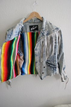 Vintage acid wash denim jacket with white leather fringe cropped. Diy Denim, Leather Fringe, White Leather, Leather Jacket, Acid Wash Denim Jacket, 80s Fashion, Fashion Outfits, All Jeans, Mode Boho