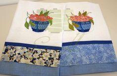 Pano de prato/Dishcloth Pano de prato com aplique de tecido e bordado. Dish towel with embroidery.