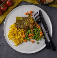 South Africa loves a good Bobotie and this is a FitChef version of the recipe and it won't disappoint. A warmly spiced lean beef mince with a colourful whisked egg topping and served with a traditional side of yellow rice and delicious baby carrots and peas. Yellow Rice, Baby Carrots, What You Eat, Clean Eating Recipes, Risotto, South Africa, Egg, Spices, Traditional