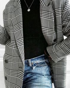Over side checkered blazer Fall Winter Outfits, Autumn Winter Fashion, Look Office, Mode Shoes, Inspiration Mode, Winter Looks, Minimalist Fashion, Minimalist Clothing, Fashion Outfits