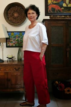 Coco's Loft: Vogue 9114 Kathryn Brenne ankle pants - croppped Grainline scout tee.
