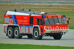 A Rosenbauer 'Simba' tender operating out of Frankfurt am Main Airport, for which it was specially designed