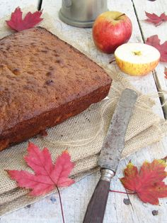Apple, oats and cinnamon cake