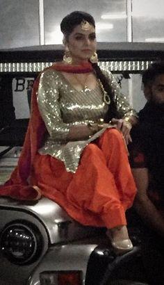 Kareena Kapoor In Black Punjabi Suit Punjabi Suits Pinterest