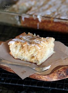 Banana Bread Crumb Cake ~ It is very moist and tastes amazing. I would highly recommend this cake if you love bananas and coffee cake. Recipes Using Bananas, Banana Recipes, Cake Recipes, Dessert Recipes, Dessert Ideas, Smoothie Recipes, Bread Recipes, Cake Ideas, Just Desserts