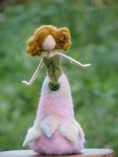 Nadel Filz Waldorf inspirierte Puppe Frühling von Made4uByMagic