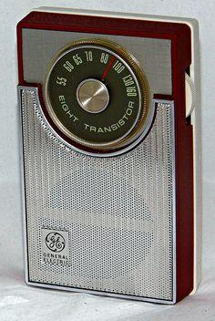 Vintage General Electric Model 1730 Transistor Radio, Broadcast Band Only (MW), 8 Transistors, Circa 1966.