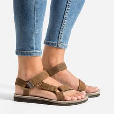 Teva Black Flatform Universal Sandals Why Are These