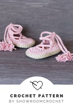 You can get this elaborated written PDF file with the instructions for crocheting these super cute baby shoes . A beautiful red heart in soles will impress all!! It is a step by step tutorial with more than 60 photos and clear instructions to make it easier.  #crochet #baby #babyshower