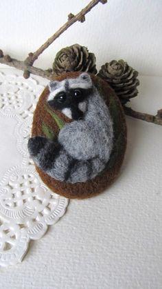 Needle felted Raccoon brooch.Felt Animals.Felt brooch.Gift for her.Valentines Gift.