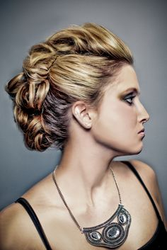 how do people get their hair to do this! I think it looks really cool.