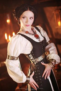 Medieval Princess costume Princess is a stretch, looks more pirate wench Renaissance Costume, Medieval Costume, Renaissance Clothing, Medieval Fashion, Renaissance Fair, Steampunk Fashion, Gothic Fashion, Medieval Dress, Fantasy Costumes