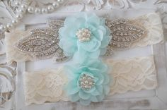 Mint Bridal Garter Set / http://www.deerpearlflowers.com/wedding-garters-sets-from-etsy/2/
