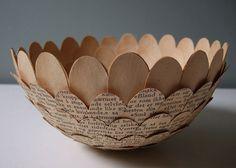 El trabajo de esta artista sueca realizando manualidades con libros viejos es hermoso e inspirador, creatividad en estado puro. ¡Nos encanta!