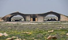 Chiến đấu cơ Syria cất cánh từ căn cứ bị tên lửa Mỹ tấn công - tin the gioi