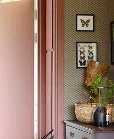 Farger til gang og entré - Inspirasjon   Fargerike Tall Cabinet Storage, Ikea, Furniture, Home Decor, Lily, Decoration Home, Ikea Co, Room Decor, Home Furnishings