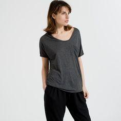 The Ryan Pocket Tee - Charcoal – Everlane Best ever basics Post Baby Fashion, Women's Fashion, Modern Essentials, Get Dressed, Capsule Wardrobe, Autumn Winter Fashion, Tees, Shirts, My Style