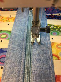 Anne's Zipper Pouch Tutorial – agilejack Patchwork Bags, Quilted Bag, Crazy Patchwork, Zipper Pouch Tutorial, Clutch Tutorial, Bag Patterns To Sew, Sewing Patterns, Bag Pattern Free, Wallet Pattern