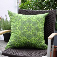 Fresh green of trees in unique design. Frisches Frühlingsgrün für einzigartige Kissen. www.t-res.at www.facebook.com/T.Res.Stoffe Cushions, Throw Pillows, Facebook, Cover, Design, Decor, Fabrics, Pillows, Toss Pillows