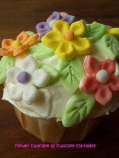 Bouquet of flowers cupcake