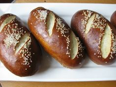 Pretzel bun/rolls - start dough in bread machine Pretzel Bread Recipes, Pretzel Roll Recipe, Pretzel Rolls, Pretzel Bun Recipe Bread Machine, German Pretzel Recipe, Pretzel Dough, Ma Baker, Homemade Pretzels, Homemade Breads