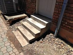 D'Bug's Life: How to make Concrete Stairs Concrete Stairs, Concrete Table, Wooden Stairs, Concrete Blocks, Making Concrete Countertops, How To Build Steps, Building Stairs, Garden Studio, Home Repair
