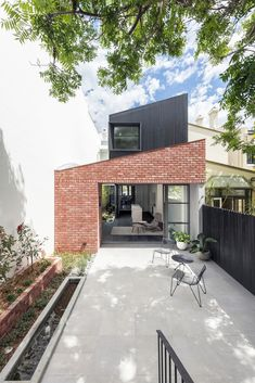 Gallery of Glebe Red / Benn & Penna Architecture - 13 - Renowacja domu.pl Gallery of Glebe Red / Benn & Penna Architecture – 13 - House Cladding, Facade House, Narrow House, Red Bricks, Red Brick Houses, Modern House Design, Modern Brick House, Modern Houses, Dream House Plans