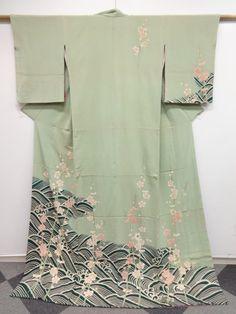 1053654: JAPANESE KIMONO / ANTIQUE HIKIZURI / CHIRIMEN KINSHA / PLUM