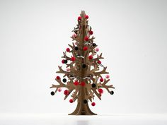/ brown cardboard laser-cut modern cut-out christmas tree Natural Christmas Tree, Alternative Christmas Tree, Cardboard Christmas Tree, Christmas Ornaments, Modern Holiday Decor, Modern Christmas, Used Cardboard Boxes, Paper Balls, Laser Cutting