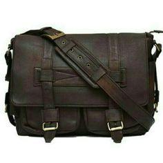 Saya menjual Tas Kamera kulit ( Leather Camera Bag ) seharga Rp1.499.000. Dapatkan produk ini hanya di Shopee! https://shopee.co.id/necispro/265018733/ #ShopeeID