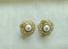 Gold Tone Filigree Circle  Earrings Faux Pearl Pierced Pre-owned Very Good  #Unbranded #Stud
