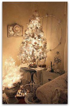 beautiul white vintage holiday vignette - Google Image Result for http://cdn.sheknows.com/filter/l/gallery/vintage_cottage_christmas.jpg
