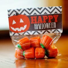 FREE HALLOWEEN PRINTABLES: Chevron pumpkin treat bag toppers by geneva
