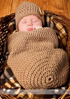 If I ever get pregnant, this is going on my wishlist... LOVE these baby cocoons!! - via Etsy.