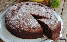 Bolo de iogurte com chocolate Sweet Recipes, Cake Recipes, Dessert Recipes, Chocolate Yogurt Cake, Bolo Chocolate, Chocolat Recipe, Chocolat Cake, Food Wishes, Good Food