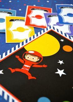 Cette Chasse au trésor est un jeu sur le thème de l'Espace à organiser lors d'un anniversaire avec des enfants qui ne savent pas encore lire. Organiser, Playing Cards, Games, Birthday, Hunting, Playing Card Games, Game, Game Cards, Playing Games