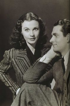 Vivien Leigh y Laurence Olivier, love the way he's looking at her!
