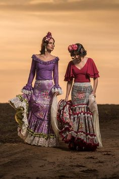 Two piece flamenca outfits. Aren't they gorgeous? Flamenco Party, Flamenco Costume, Dance Costumes, Pretty Dresses, Beautiful Dresses, Fashion Art, Fashion Looks, Costumes Around The World, Spanish Fashion