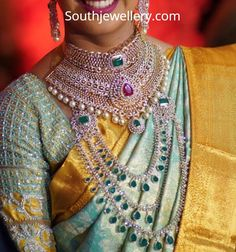 South Indian bride in a heavy bridal diamond choker and three step diamond emerald long haram. Diamond Choker, Diamond Jewelry, Diamond Necklaces, Silver Jewelry, Indian Jewellery Design, Indian Jewelry, Bridal Jewellery, Telugu Brides, Long Pearl Necklaces