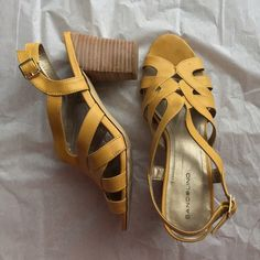 Bandolino gold cut out design heel Like the brown ones listed. But these are used. Signs of wear at bottom of sole, but still on good condition everywhere else. Bandolino Shoes Heels