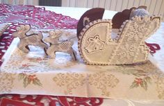 gingerbread sleigh with reindeers