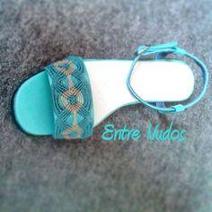 Nuevas creaciones. ZAPATOSSSS perfectos para este verano!!!  éstos con tira turquesa y camel de macramé ya están vendidos. ¿de qué color quieres los tuyos? pronto... nuevos diseños!! Emoticono wink #zapatos #verano #turquesa #tacones #handmade #macramé