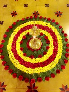 Rangoli Is made to welcome our Hindu deities. Since festive season is coming soon, so here are some best flower rangoli designs for you. Simple Rangoli Designs Images, Rangoli Designs Flower, Rangoli Ideas, Rangoli Designs Diwali, Diwali Rangoli, Flower Rangoli, Beautiful Rangoli Designs, Kolam Designs, Flower Designs